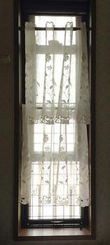 猫脱走対策 12脱衣所の窓.jpg