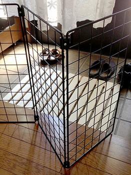 猫脱走防止 玄関 02屏風状のパネルとジョイント.jpg