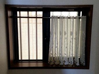 猫脱走防止 窓(小)階段.jpg