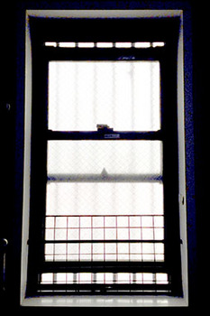 猫脱走対策 11風呂場の窓.jpg
